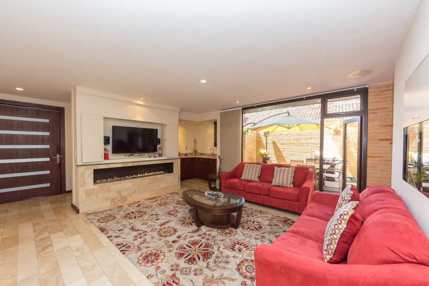 <p>This amazing condo is listed at only $875900 a…