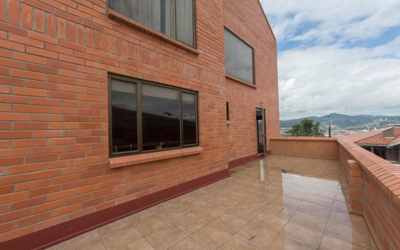 Balcony Area Cuenca, Ecuador Nikon D7500 by Lourdes Mendoza